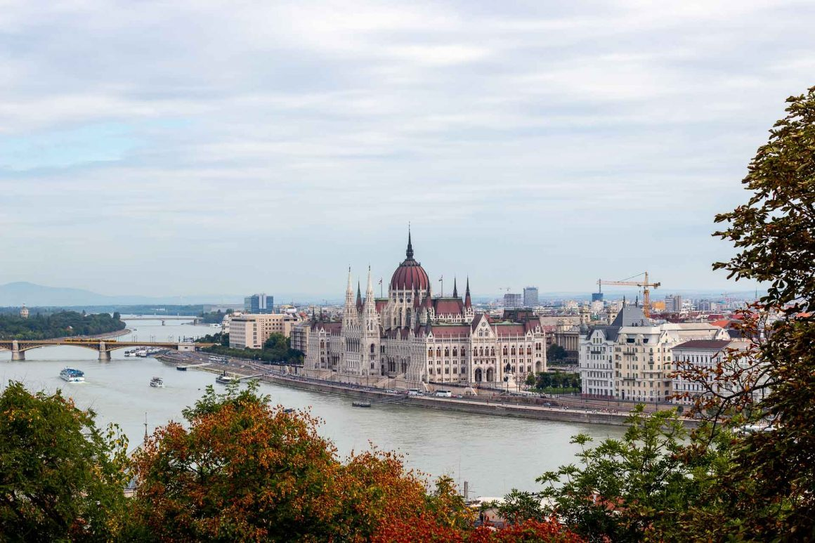 Sau intalni? i fetele din Budapesta