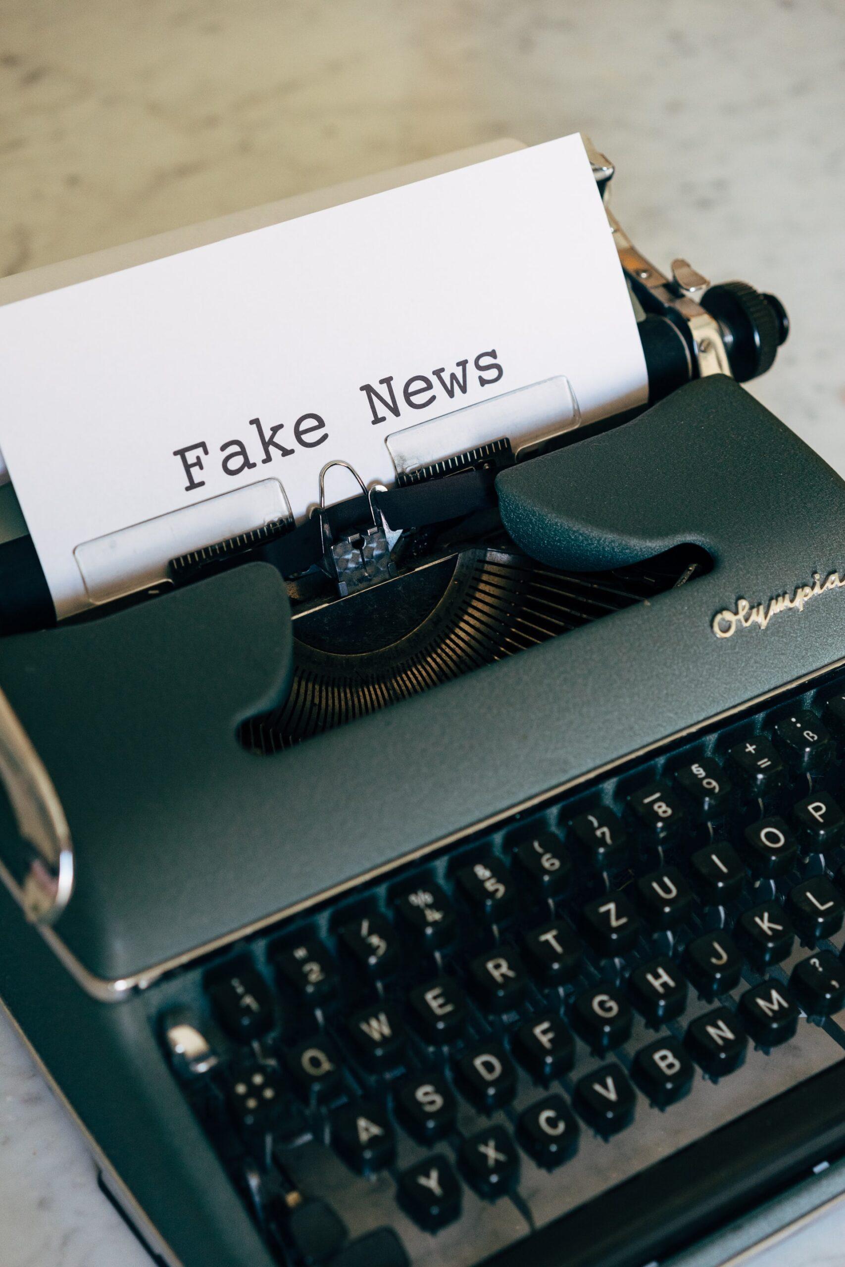 cum identificăm fake news online